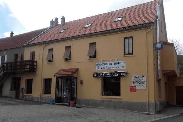 Facade de l'Hôtel au centre du village